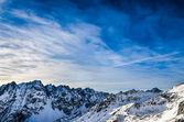 Zimowy krajobraz tatr z niebieskiego nieba deszczu — Zdjęcie stockowe