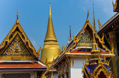 Detail of ornament and golden roofs in Grand palace, Bangkok — Stock Photo