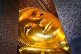 Reclining Buddha gold statue face in Wat Pho, Bangkok — Stock Photo