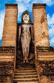 Statue of standing Buddha in Sukhothai historical park, Thailand — Photo