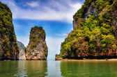 Landscape view of Phang Nga bay islands and cliffs, Thailand — Stock Photo