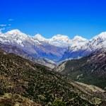 Himalayas mountain valley view with white mountain peaks — Stock Photo #26336107