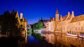 River canal and medieval houses at night, Bruges — Stock Photo