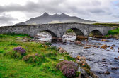 Bridge on Sligachan with Cuillins Hills in the background, Scotl — Stock Photo