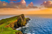 Colorful ocean coast sunset at Neist point lighthouse, Scotland — Stock Photo