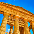 Ruins of ancient temple front pillars in Agrigento, Sicily — Stock Photo