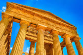 Ruins of ancient temple front pillars in Agrigento, Sicily — Stok fotoğraf