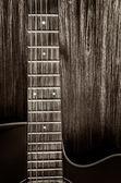木吉他仍在木材的背景上的复古风格的细节 — 图库照片