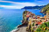 Scenic view of colorful village Vernazza in Cinque Terre — Stock Photo