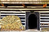 Entrada a la tradicional cabaña en eslovaquia — Foto de Stock