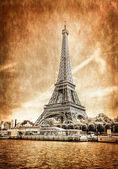 View of Eiffel tower in vintage filtered and textured style — Stock Photo