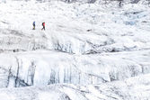 Two people trekking on ice Vatnajokull glacier — Stock Photo