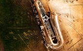 Stary saksofon z brudne tło — Zdjęcie stockowe