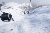 Chairlift in mountains — ストック写真