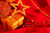 Golden christmas decoration and gift — 图库照片
