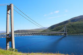 Brug over de fjord in noorwegen — Stockfoto