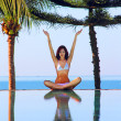 Yoga woman near swimming pool — Stockfoto