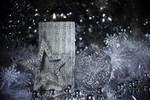 Zilveren gift van kerstmis en decoratie — Stockfoto