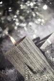 Kerst kaars met decoratie — Stockfoto