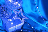 Noel dekorasyonu ve hediyelik gümüş — Stok fotoğraf
