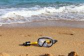 海のビーチでスイミング マスク — ストック写真