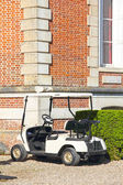 Golf cart near club — Stock Photo