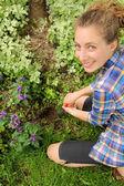 Teenager prepare soil — Stock Photo