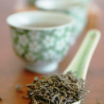 Постер, плакат: Green tea in a spoon