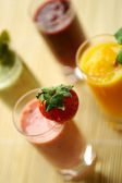 Smoothies and juices — Stock Photo