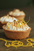 Meringue and lemon tart — Stock Photo