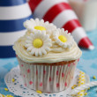 Cupcake with flowers — Stock Photo