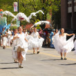 Dancers at cinqo de mayo parade — Stock Photo