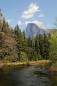 El Capitan and merced river — Stock Photo