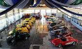 Exhibition of vintage cars in the building in Novorossiysk Sea Port in August 2012 — Stock Photo