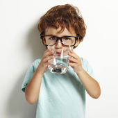 Boy drinking a glass of water — Foto de Stock