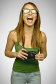 Смеялись девушка с камерой — Стоковое фото