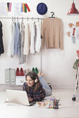 Casual blogger woman working with laptop in her fashion office. — Stock Photo