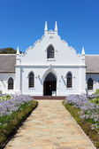 White Church in Franschhoek in front of blue sky — Stock Photo