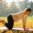Healthy pregnancy - exercising outdoor — Stock Photo