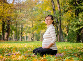 Relax - pregnant woman outdoor — Stock Photo