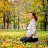Relax - hamile kadın açık — Stok fotoğraf