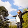 Woman enjoys life outdoors — Stock Photo