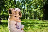Geluk - moeder met haar kind — Stockfoto