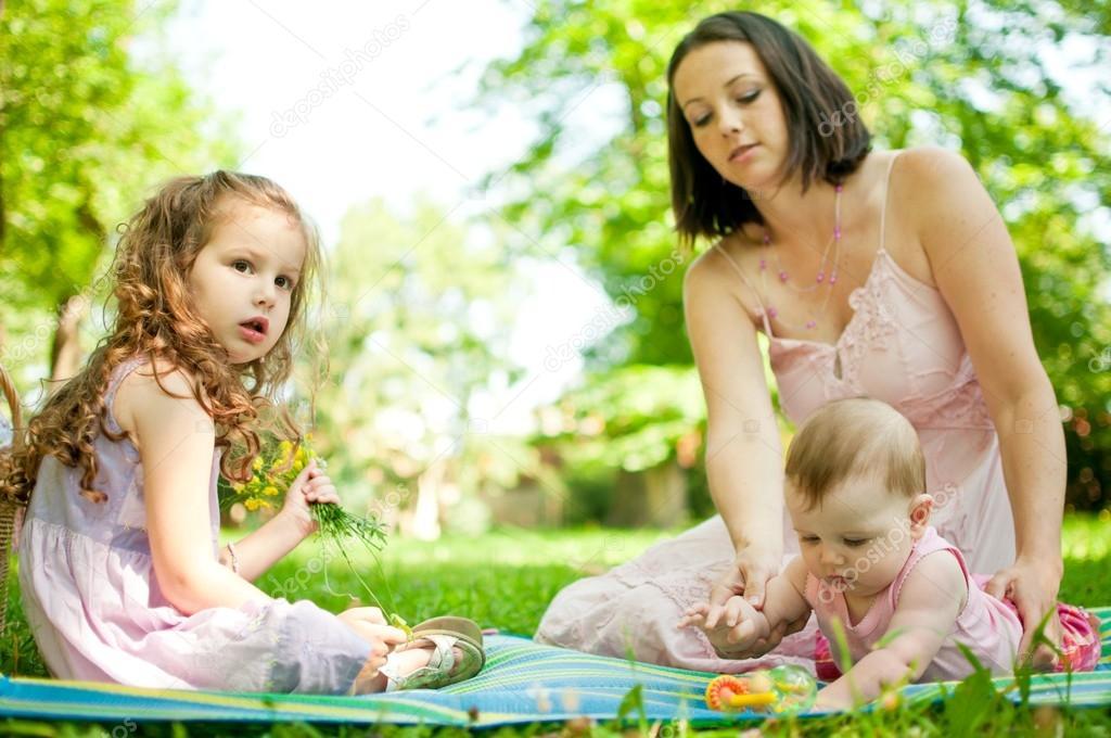 真实瞬间-母亲与孩子 — 图库照片 #25829019