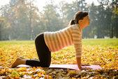 Gesunde schwangerschaft - ausübung im freien — Stockfoto
