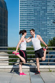 Warm up - couple exercising — 图库照片