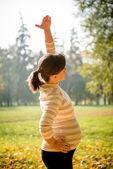 Healthy pregnancy - exercising outdoor — Stock Photo