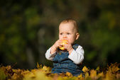 Healthy eating - baby with apple — Stock Photo