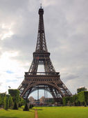Eiffel tower in the beautiful Paris city — Stok fotoğraf