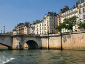 Seine nehri görülen paris şehir manzaralı — Stok fotoğraf